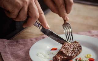 Обращение с ножом и вилкой за столом