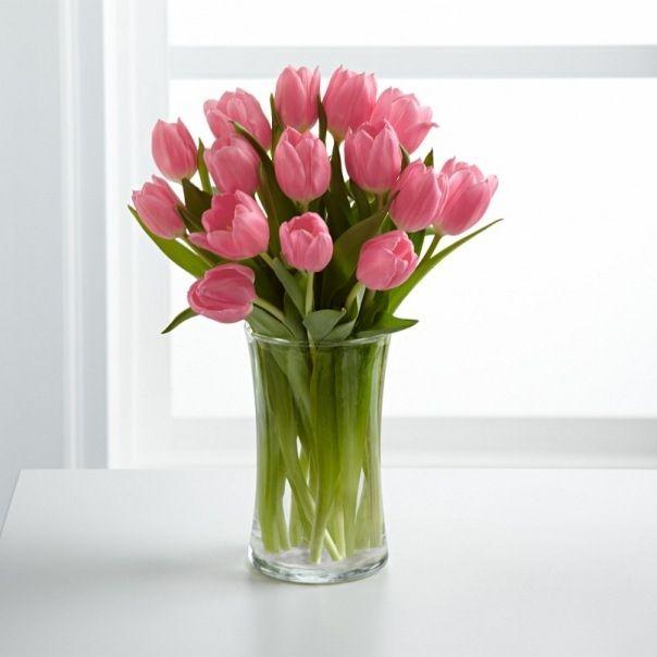Цветы в вазочке