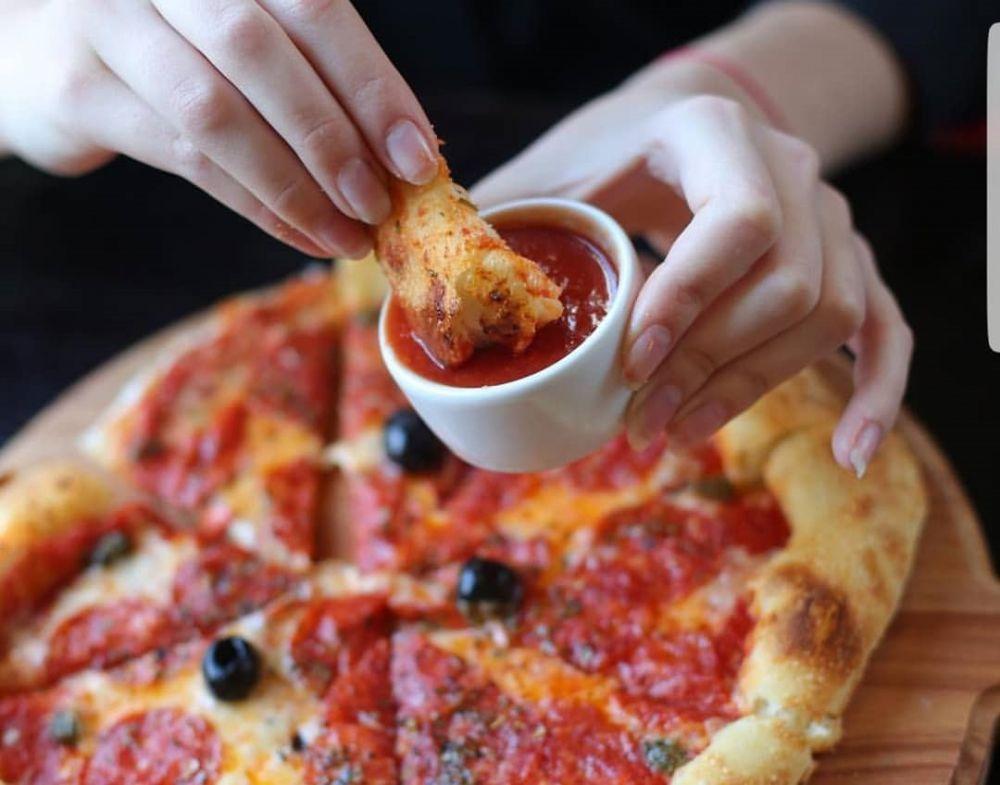 Пицца с соусом