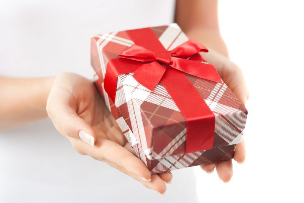 Как правильно дарить подарки и получать их