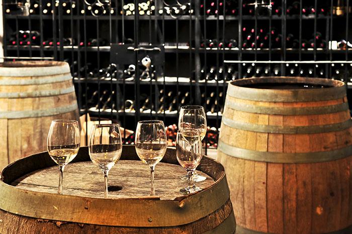 Вино в бочках