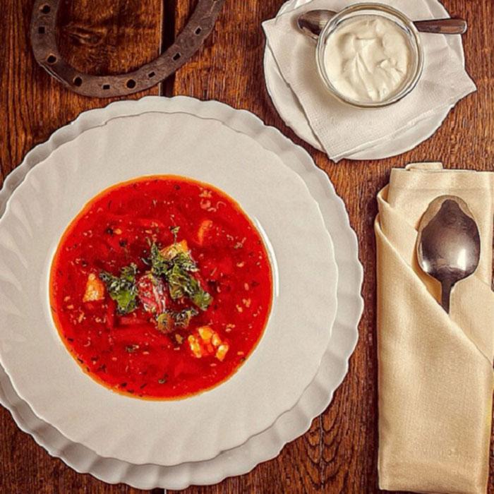 Суп на тарелке