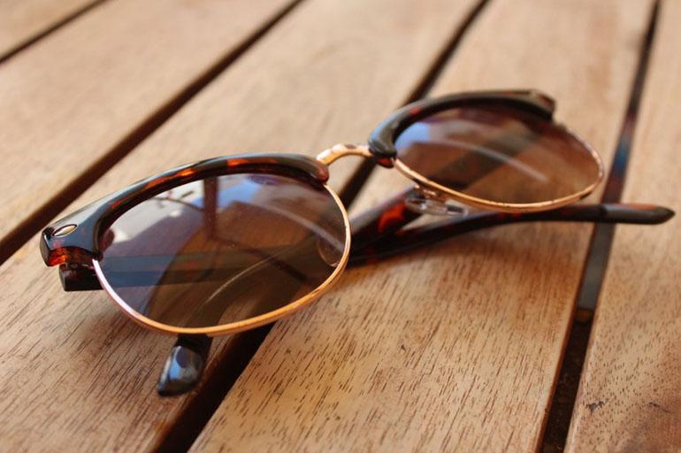 Снимать солнечные очки